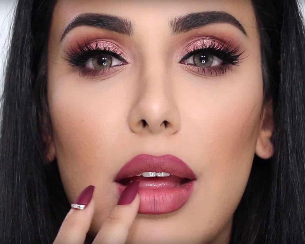 How to apply matte lipstick as an expert
